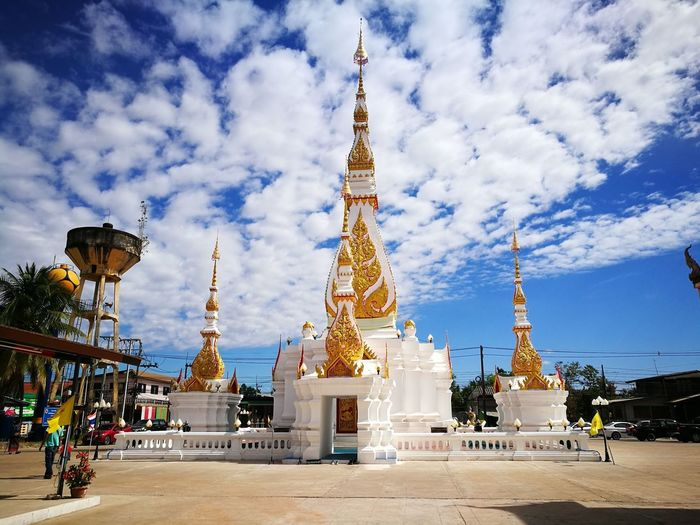 พระธาตุชัยมงคล City Gold Statue Beauty Place Of Worship Spirituality Gold Colored Ceremony Religion Blue Palace Adulation Royal Person Pilgrimage Spire  Abbey Communications Tower King - Royal Person Monastery Period Costume Pagoda Renaissance Worshipper Queen - Royal Person Altar Shrine Doges Palace Television Tower Praying Pavilion