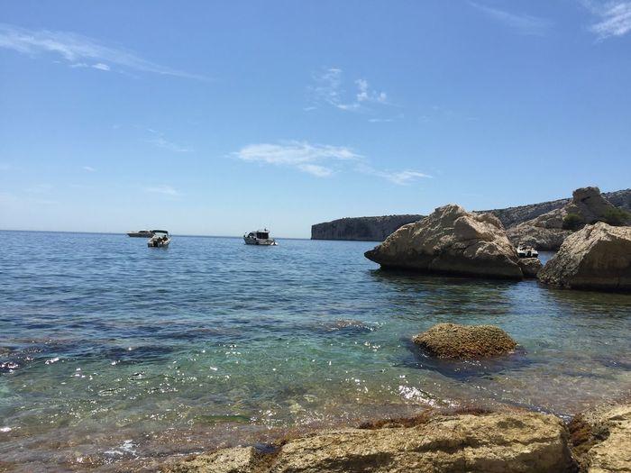 La beauté des calanques de Sugiton Beach Calanques  Calanques De Marseille Calenque Calenques Coastline Marseille Mer Plage Rock Sea Sugiton Tranquil Scene Water Showcase: February Showcase February: