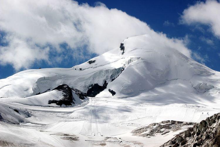 Snow Mountain Outdoors Cold Temperature Landscape Nature Mountain Range Winter Beauty In Nature Sky Nature Alps Travel Destinations Swiss Switzerland Beauty In Nature Saas Fee Saasfee Allalin Allalinhorn