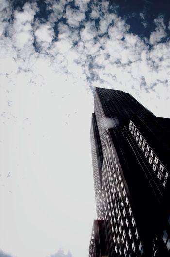 Looking high - NYC Streetart Great Views Urban Geometry