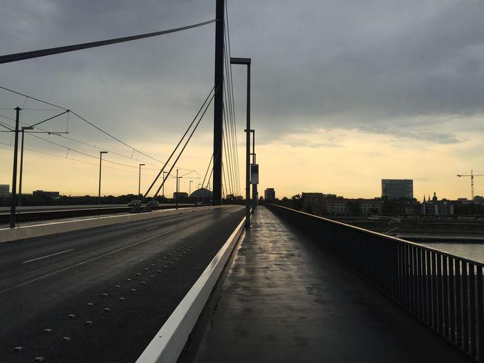 Bridging the Gap Bridge Sundowner Fluchtpunkt