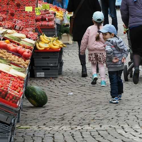 Street Photography The Portraitist - 2016 EyeEm Awards Melon Fruit Check This Out Banana Kid Kids Kidsphotography Street Eyeem Streetphotography Strawberry Strawberries EyeEm Olympus Pen Lite E-PL7 Eyeem Fruits Eyeem Kid EyeEm Kids Eyeem Kids Photography Eye4photography  Kid Watching Popular Popular Photos Popular Photo