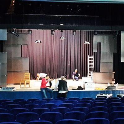 Préparatifs de la représentation de Klemellil Zerovirgule a Monastir ce soir Theate theatre