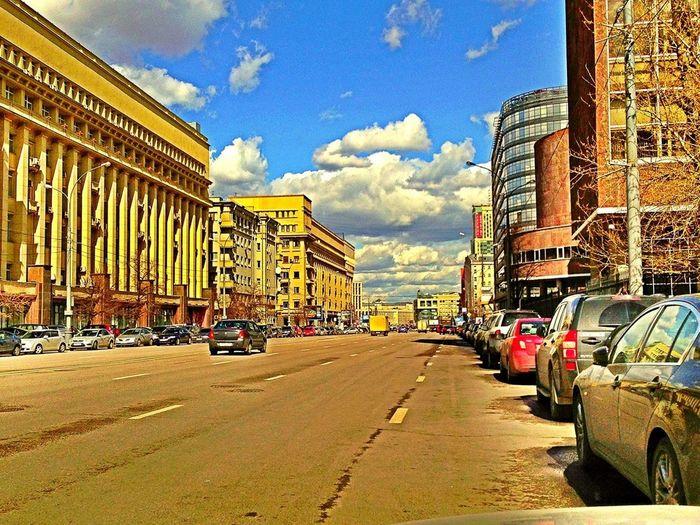 26 апреля 14:00 пробок нет)) все свалили))