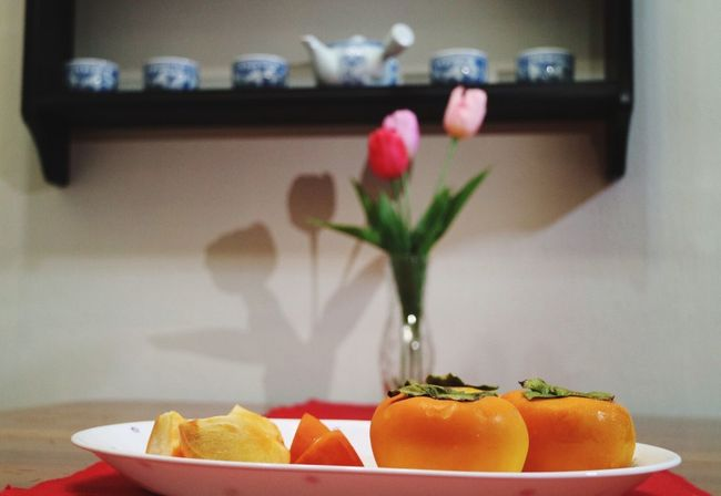 healthy food healthy life: persimmons fFood fFood And Drink fFreshness sStill Life hHealthy Eating fFruit tTable fFocus On Foreground pPlate vVase nNo People fFlower EEyeEm Gallery FFreshness fFruits bBowl sSLICE cClose-up sSweet Food dDay rReady-to-eat