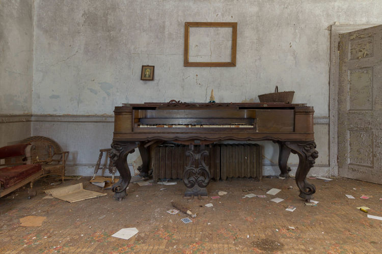 abandoned farm northeast United States Urbex Antique Retro Styled Abandoned Places Abandoned Decay Old-fashioned Forgotten Places  Urban Exploration EyeEm_abandonment Demolitionbyneglect Canon7d  Musical Instrument Piano Home Interior Abandoned Houses