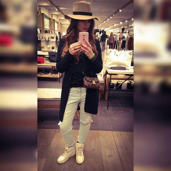 Light or Dark Hat?This is the question... Wannahat Passeigdegracia Shoppingme Espańola Gangstame