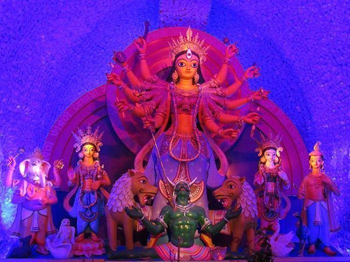 || Subho Mahasashti || Official Pandal Hopping kicks off !! Theme Puja - 1 Kashi Bose Lane North Kolkata . . Durgapuja ThemePuja Pandalhopping AirtelPandalRun Calcutta Kolkata Ig_calcutta Myhallaphoto Kolkata_igers Lonelyplanetindia LPIndia LPInstaTakeover Onlyinbengal DurgaPuja2015 Lights Shades Canon VSCO Vscocam Vscoindia Sokolkata _soi _cic Everydaykolkata