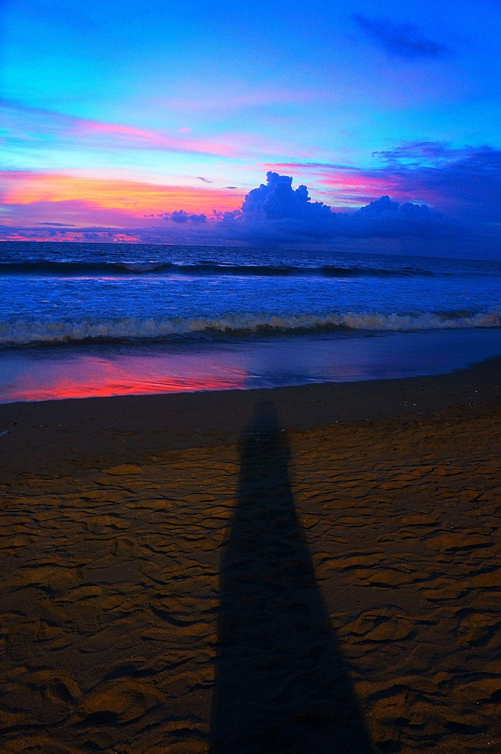 sea, beach, water, sky, sunset, horizon over water, tranquil scene, scenics, shore, tranquility, beauty in nature, sand, cloud - sky, silhouette, nature, idyllic, cloud, wave, coastline, sunlight