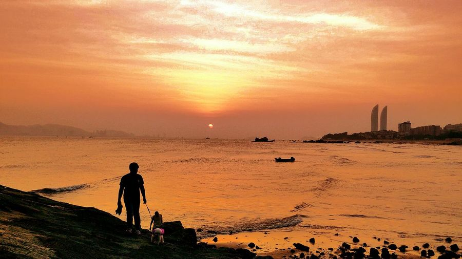 Capture The Moment Seashore Silhouette Seaside People From My Point Of View EyeEm Hi! EyeEm Gallery Taking Photos Seascape Beach Sunset Scenics