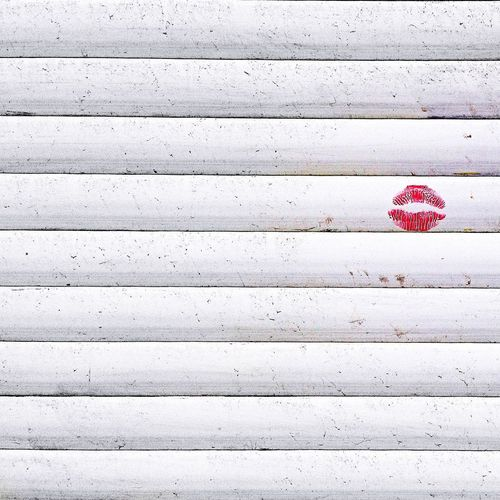 Kuss Lips Shutters Kiss Rollerblinds Lines Urban Love Urbanlove Urbanlovers Lipstick Romance Outdoors Red Love Day Close-up No People Heart Shape Happiness Window Windows Be. Ready. Love Yourself Love Is Love