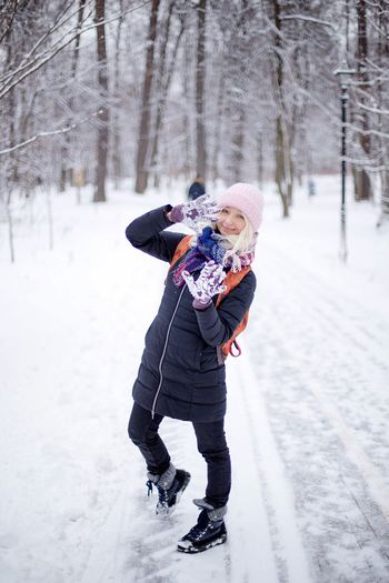 ❄️👐🏻❄️ EyeEm Selects Winter Snow Cold Temperature Full Length Weather Warm Clothing Love Mother Daughter Childhood Leisure Activity Bonding Outdoors Smiling Happiness Day