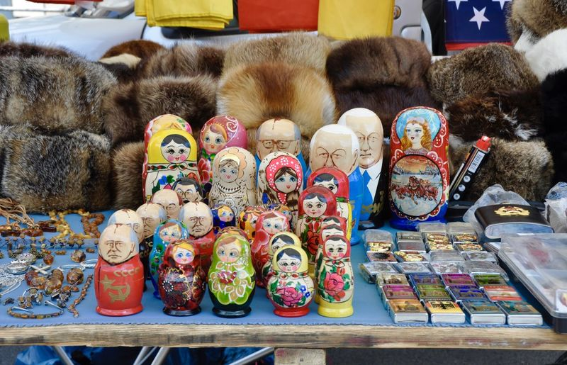 Arrangement Choice Collection Colorful Flea Market For Sale Fur Fur Cap Gorbatschow In A Row Large Group Of Objects Mamuschka· Market Market Stall No People Russia Russian Sale Shop Side By Side Small Business Store Street Market Variation Wooden Figure