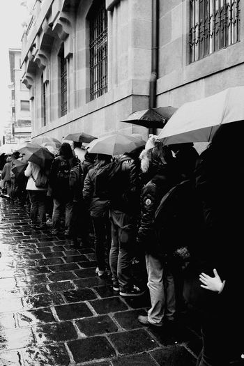 Long line in front of the Iceman (Ötzi) Museum in Bozen, South Tirol. Street Rain Museum ötzi ICEMAN  Bozen Bolzano - Bozen Blackandwhite