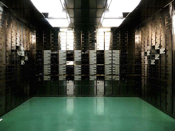 國家銀行的舊址現為設計博物館,地下室的金庫與保險箱成為復古眼鏡收藏展!