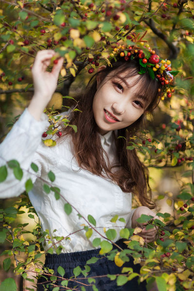 Flower Beauty One Person People Child Long Hair Nature Red Portrait Smiling Outdoors Girls Autumn Day Dreaming Multi Colored Tree Happiness Crown Leaf Beautiful Woman