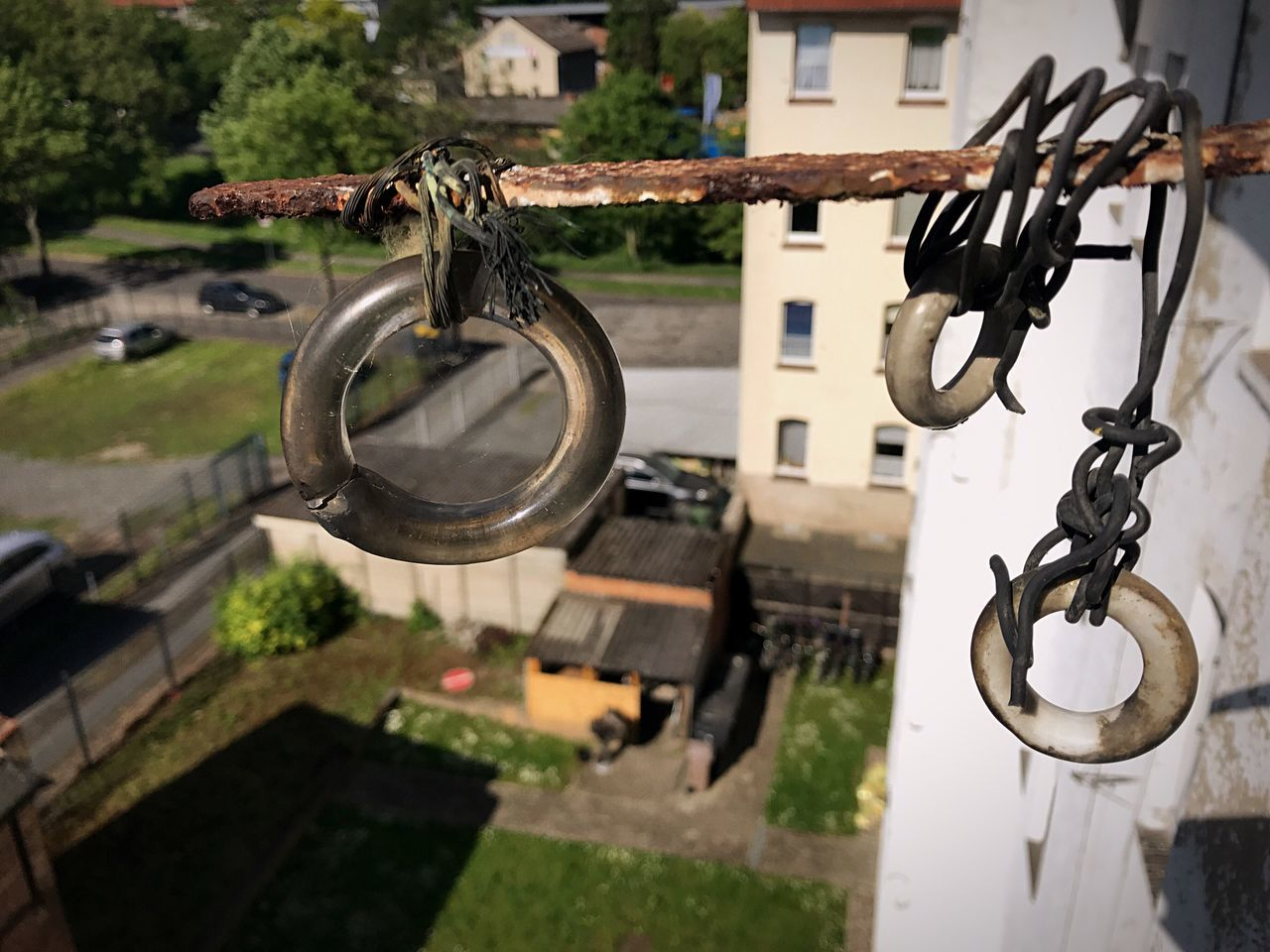 metal, no people, focus on foreground, day, chain, hanging, architecture, outdoors, close-up, built structure, nature, security, selective focus, safety, rusty, lock, water, old, valve, protection, wheel