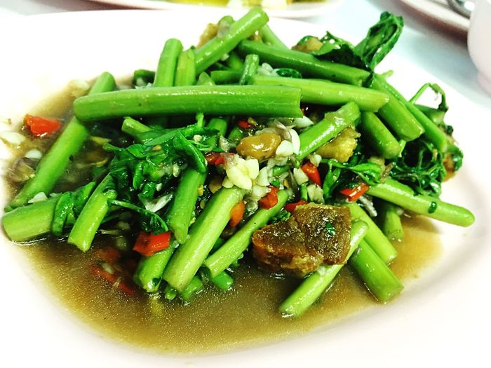 กระเฉดหมูกรอบ Food And Drink Food Healthy Eating Green Color Vegetable Ready-to-eat Plate Freshness Close-up No People Indoors  Day Delicious Dinner Time Vegetables Vegetarian Food Organic Food Pork Chop