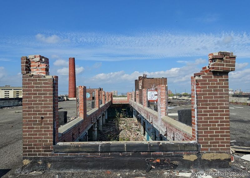 On the Roof. www.placesthatwere.com Architecture Creepy Damaged Abandoned & Derelict Urbex Brick Roof Rooftop Sky Abandoned Factory Factory Building Ruins Eerie Cleveland Abandoned Abandoned Ohio Abandoned Building Abandoned Places Abandoned Buildings Urban Exploration Urban Decay Rust Belt Building Exterior Brick Building Decay