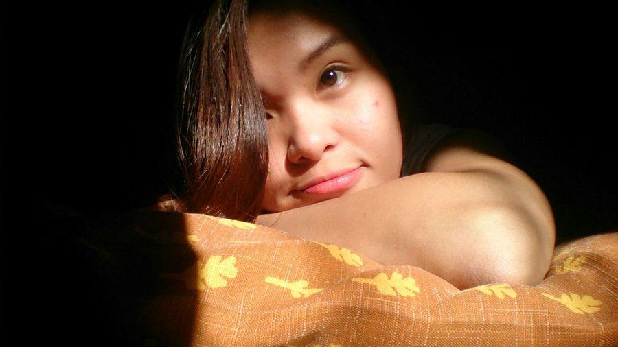 Learn & Shoot: Single Light Source Sunlight ☀ Selfie ✌ Browneyes using sunlight for my experinent selfie.. OriginalPhoto Unedited