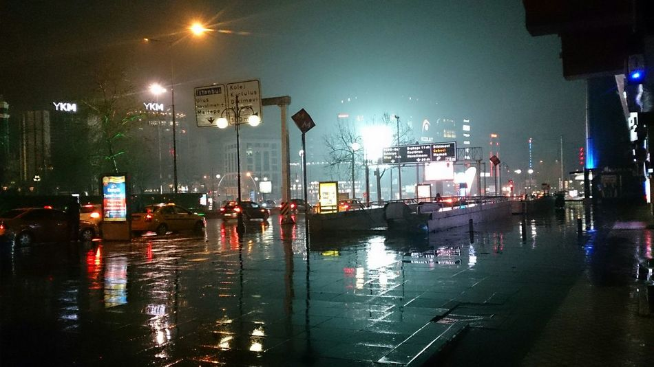 Ankara Kızılay Ykm yağmurlu bir gece