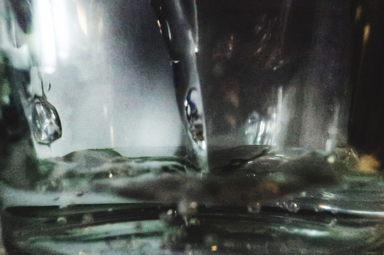 CLOSE-UP OF GLASS WITH WATER