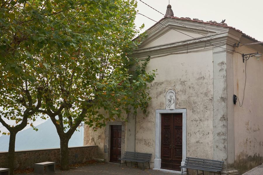 Smart Simplicity The Minimalist Church Old Buildings Trees Hugging A Tree Getting Inspired Tuscany Peace And Quiet