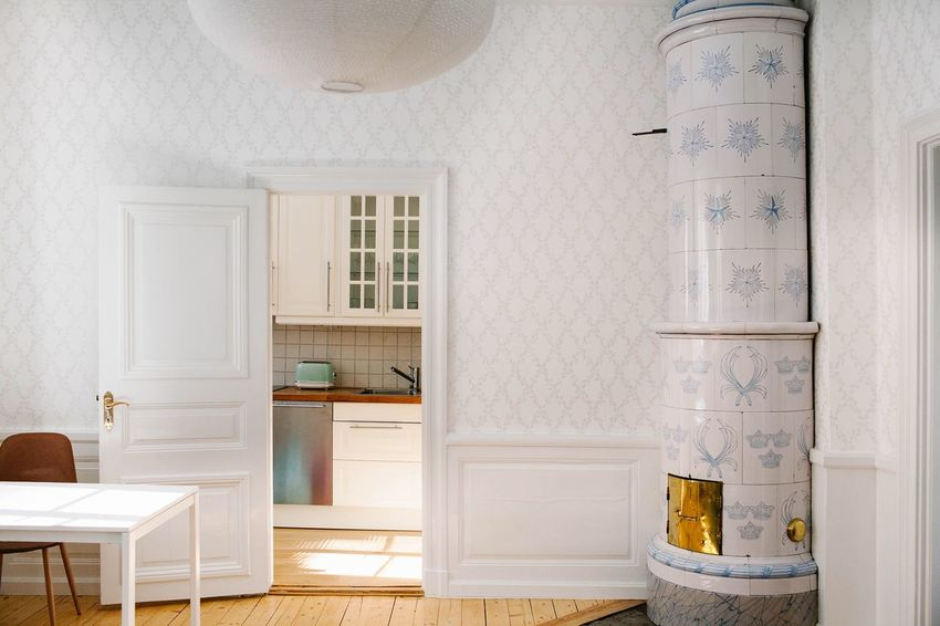 Travel Vintage Door Flat Apartment Interior Design Interior Design Home Interior Home Built Structure Entrance Domestic Life No People Furniture Domestic Room Residential District White Color Flooring Wood - Material Day Home Showcase Interior Wall - Building Feature