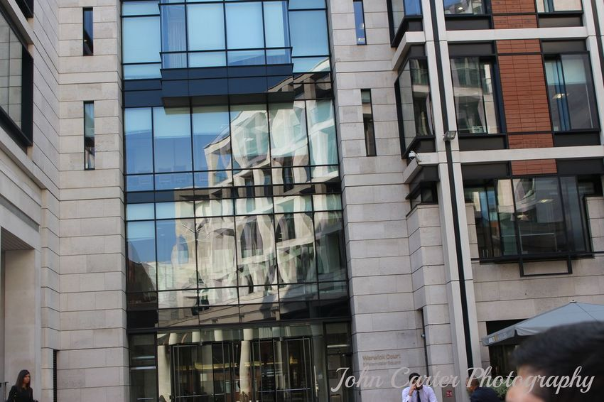 TRA I PALAZZI LONDINESI Building Exterior Canon Canon700dphoto Canonphotography City City Life EyeEm London Londra Modern Office Building Reflection Reflection_collection Riflesso Uk United Kingdom Window