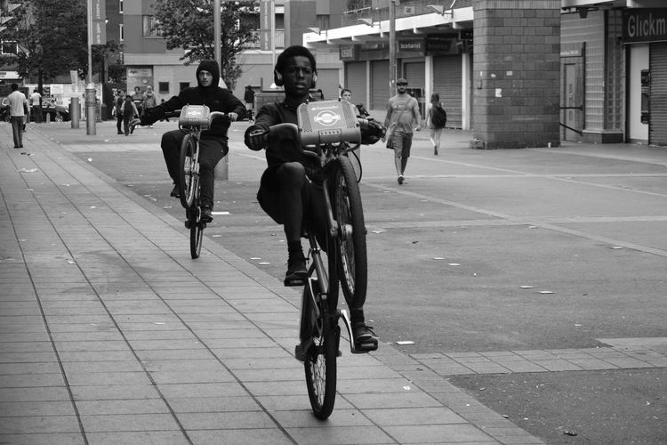 EAST LONDON VIBES. www.instagram.com/idjphotography Bicycle Cycling Riding Men Only Men City Adults Only Adult Real People People Transportation Outdoors Day Lifestyles The Photojournalist - 2017 EyeEm Awards Urban City Black & White Blackandwhite Black And White Monochrome Photography Photography Photo Images London