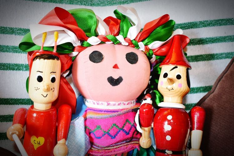 Selfie!!! MexicanTradition Mexicantoys Toys Wood - Material Wood Toy Maria Chapulin Chapulincolorado Juguetes Tradition Traditional Traditional Culture Mexico EyeEmNewHere EyeEm Best Shots Eye4photography  EyeEm Best Edits EyeEm Selects EyeEmBestPics EyeEm Masterclass Cyvargas Red Doll Wooden Be Brave