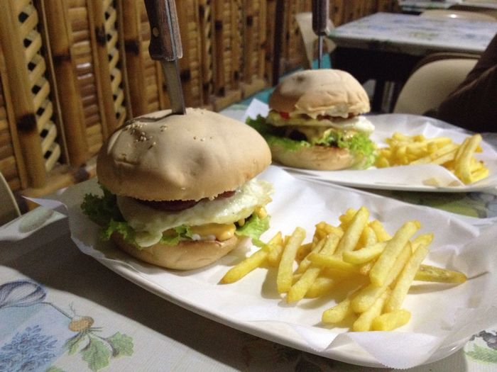 🐷 out with my bestie 👭 Burgers Patty Hanging Out Food Foodphotography Chilling Yummy Fries!