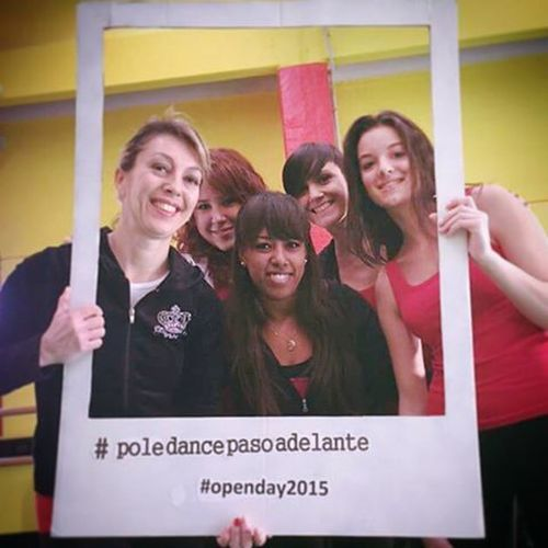 Some of Pole crew Beginner 😁❤...Christmas Open day show 🎉🎊 Poledance Poledancebeginners Christmasopenday Pasoadelante Polecrewbeginners