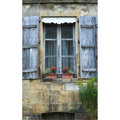 Vezelay Architecturerurale Fenêtre Villagedebourgogne yonnetourisme yonne igersbourgogne burgundy grainedenature