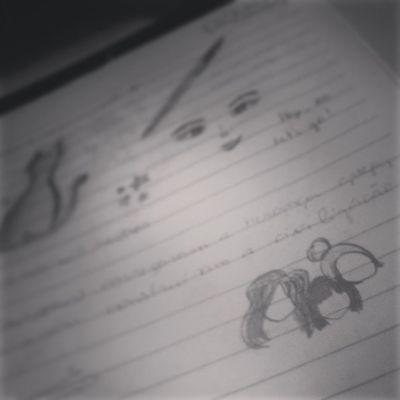 Fazendo trabalho... haha Facul Historiadaarte Desenhando