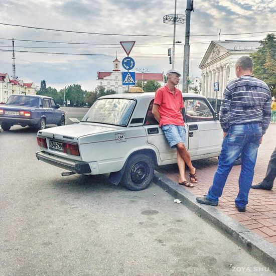 Taxi in Eastern Europe Two People Casual Clothing Adults Only Mode Of Transport Transportation Men Full Length Taxi Oldschool Eastern Europe Chernigiv, Ukraine Ukraine Dude Central Square Chernigov BackinUSSR Oldcars Old Car Old-fashioned