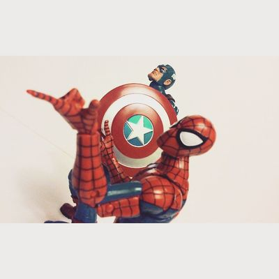 Twip! Spiderman Marvellengends Hasbro Disney Spidey Cap Captainmerica Steverodgers Peterparker Webhead Twip Amazingspiderman Spiderblood Figureoftheday Figure Collecting Figurecollecting Collector Geekingout Mcu Comics Superheros Avengers Earthsmightestheros