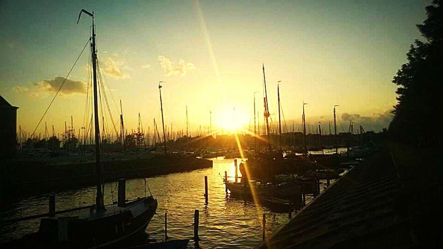 Beautiful Sunset Habour Ships⚓️⛵️🚢