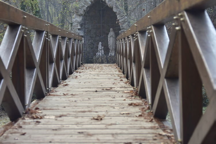 The Way Forward Architecture Direction Built Structure No People Diminishing Perspective Connection In A Row Wood - Material Bridge vanishing point Railing