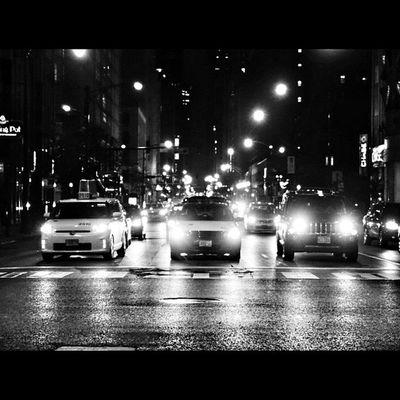Gentlemen start your engines..🚗🚕🚗🚦🚦 Chicago Windycity Igchicago Ig_unitedstates ig_great_shots mychicagopix choosechicago latenights rainydays cars justgoshoot exploreeverything streetlevel streetshots blackandwhite chicagogram chicity_shots choosechicago ilovechicago pointofviews amateurphotography