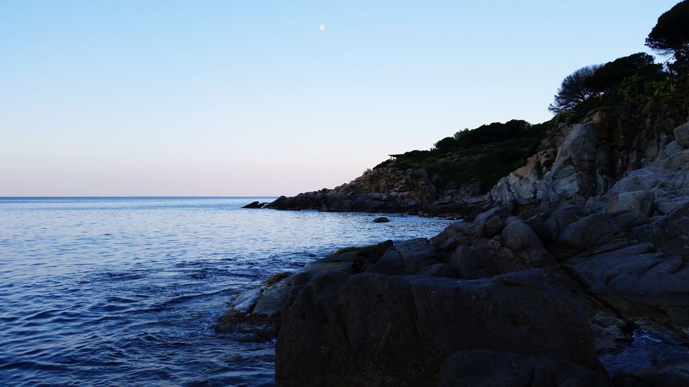 Isola D'Elba  Nature Photography Nature_collection Stunning Place Outdoor Photography Sunset Lovers Sunset_collection Sea And Sky Rocks And Water