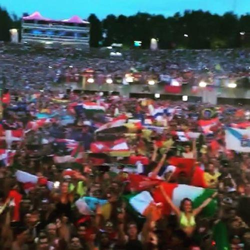 Flagsoftheworld Somanyidianflags Indianfeelings Weareeverywhere tomorrowland official2015tomorrowlandwarmup 2015tomorrowland thebestplacetobe epicscenes partyingscenes tomorrowisnow