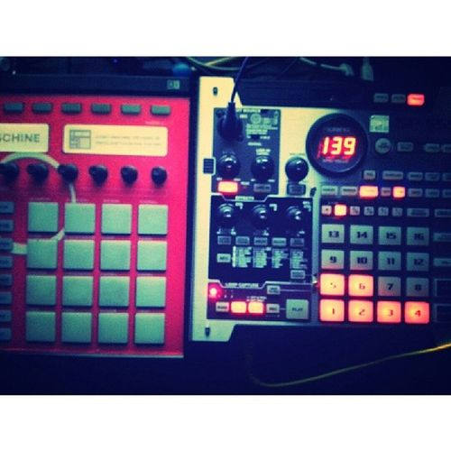 """When i was starting out i was like """"yo either the MASCHINE or the SP-555"""" Maschine Sp555"""