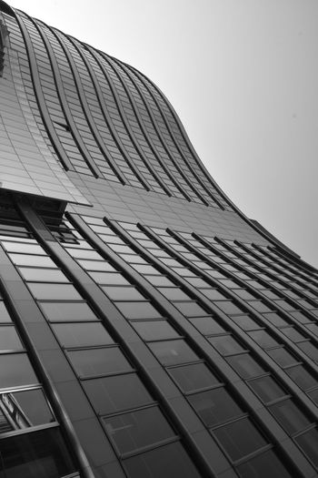 Waves Architecture Modern City Skyscraper Built Structure Architecturephotography EyeEm Bnw Minimalism_bw Symmetryporn Architecture_collection Eyemphotography Facades Monochromatic Point Of View Rustlord Lines, Shapes And Curves Monochrome Photography Looking Up Architecture_bw Fineart_photobw Minimalistic Blackandwhite Bnw_captures Bnw_collection Architecture