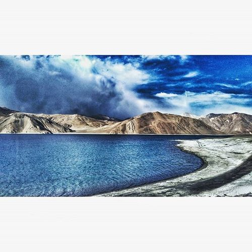 Lake Latergram Dramatic Drama Cloudporn Clouds Landscape Vscocam Blue Mountains Sand Lehdiaries❤️ Ladakh Ladakhdiaries Pangong Tso Instagood Peaceful Madeforsquare Lovelyview Instapicoftheday Passionpassport Ig Iger Igphotography ladakh_lovers _soi _soiwalks