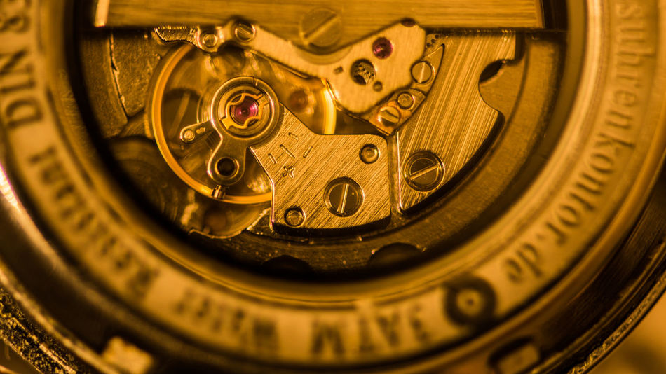 Creativity Creative Creative Photography Nikon D7200 Clock Clock Hand Ziffernblatt Time Close-up Still Life StillLifePhotography Still Life Photography Stillleben Technology Macro Communication Pocket Watch Equipment Clockworks Extreme Close-up Gold Colored Checking The Time 12 O'clock Instrument Of Time Number 12