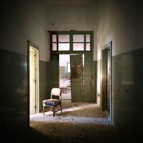Abandoned Urban Exploration Psychiatric Ward VSCO