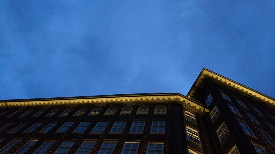 Chilehaus at night. · Hamburg Germany Hh 040 Chilehaus Kontorhausviertel Architecture Bricks History Urban Landscape Lighting Blue