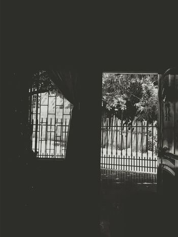 A blanco y negro Relaxing B&w Window Hello World Like Eye Em Vscocam VSCO
