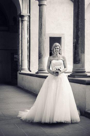 Bride Bride Bridal Fashion Woman Portrait Full Length Smiling Smile Pillars Architecture Wedding Wedding Photography Black And White Atmosphere Light And Shadow Light Italy Italia Cortona Beauty Fashion Dress Cloister